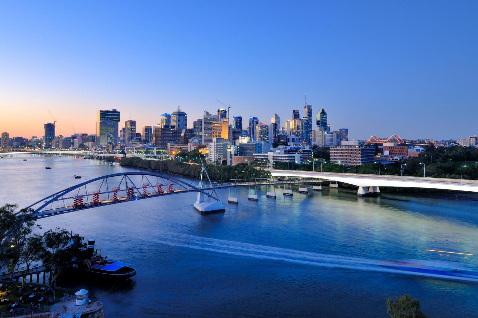 Australia Landscape : Brisbane city skyline at dusk
