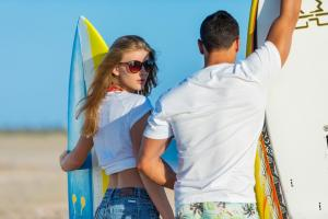 surfer-woman-man-surfing-boaer-beach-161004204733063